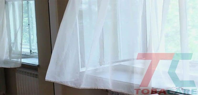 Mở của sổ thông thoáng để khử mùi thuốc