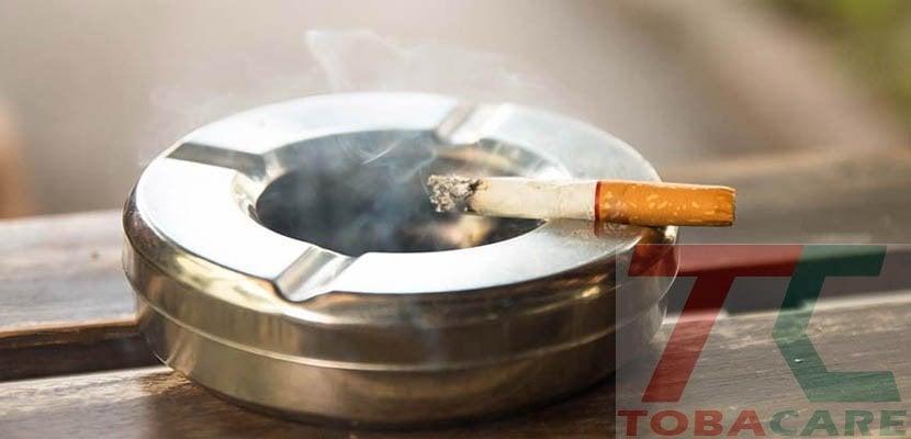 Tại sao khói thuốc lá bám vào thành