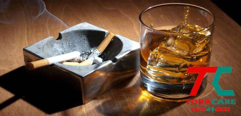 Rượu bia làm cho bạn khó cai thuốc lá