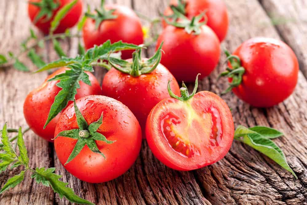 Cách khử mùi hôi nách với cà chua
