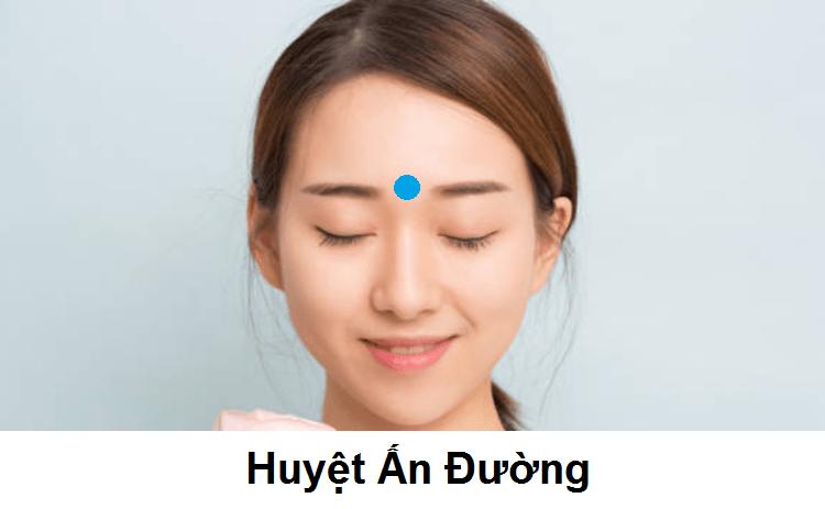 bấm huyệt chữa đau đầu: huyệt Ấn Đường