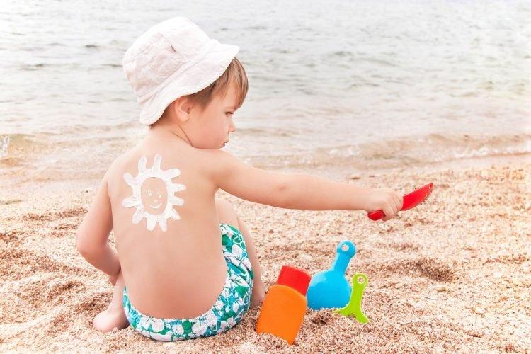 kem chống nắng khiến bé bị nổi mẩn đỏ
