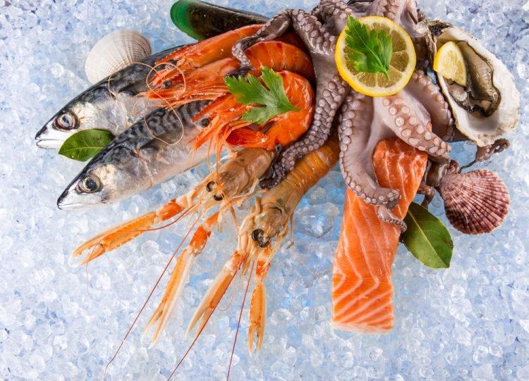tránh ăn thực phẩm dễ gây dị ứng như hải sản