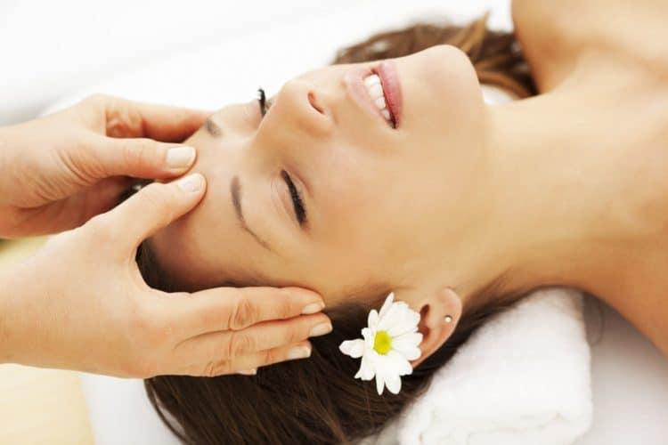 Bấm huyệt chữa đau đầu, không dùng thuốc mà vẫn hiệu quả