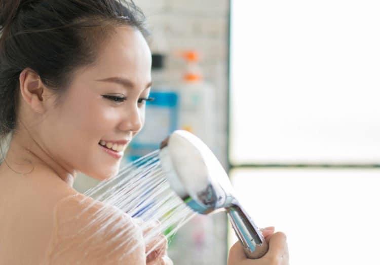 cách trị nghẹt mũi bằng nước ấm