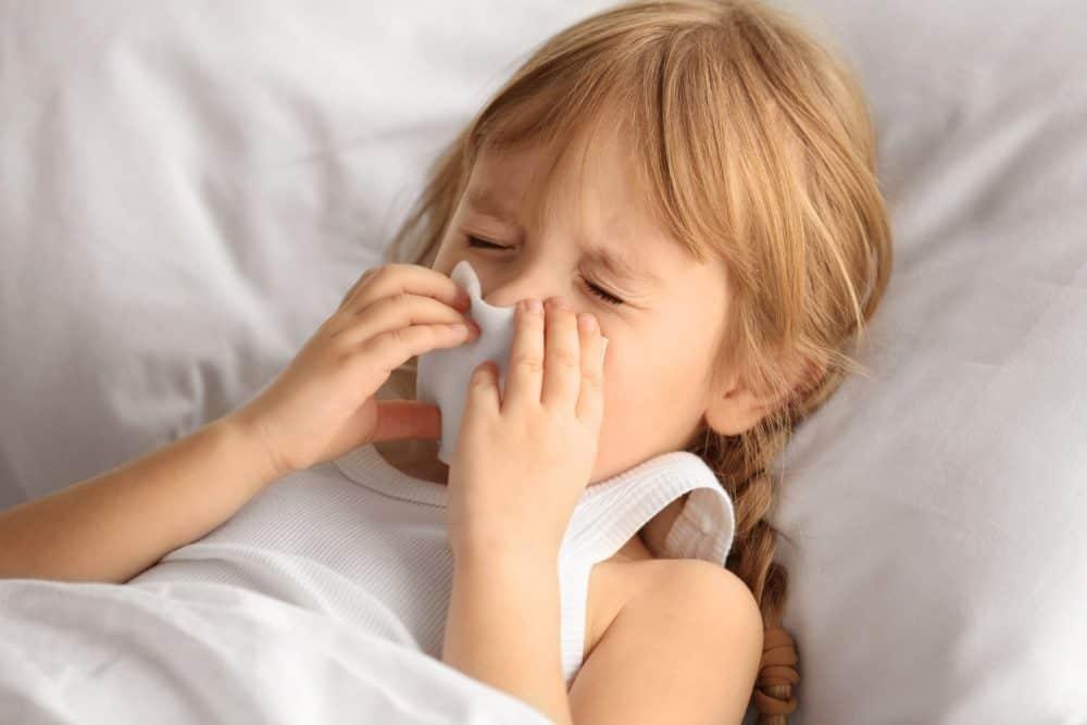 cách trị nghẹt mũi bằng khăn ấm