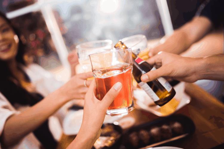 Uống quá nhiều rượu là nguyên nhân làm tăng triglyceride