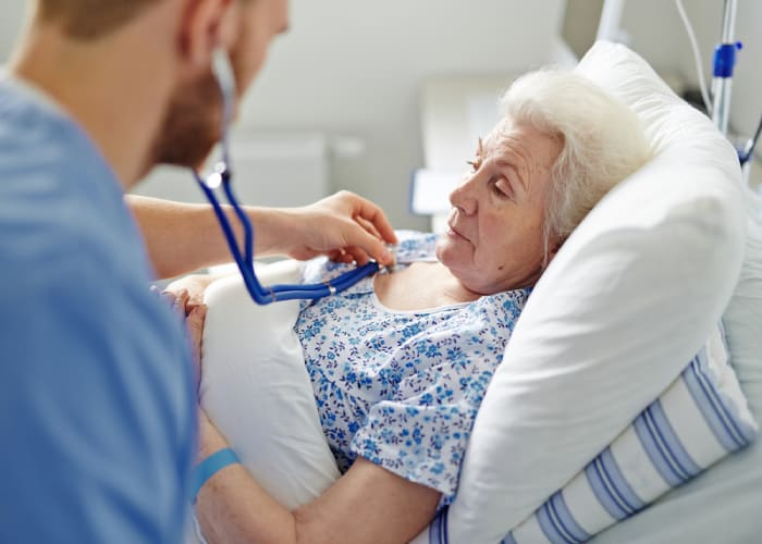 Người lớn tuổi là đối tượng dễ mắc biến chứng cúm
