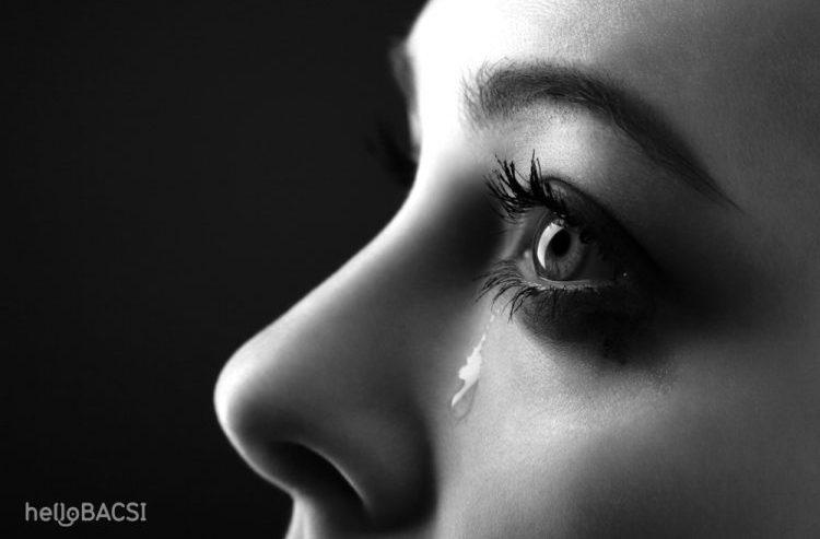 Người hay khóc một mình là bị bệnh gì?