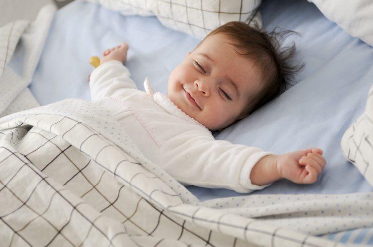 duy trì nhiệt độ phòng mát mẻ để chăm sóc da cho trẻ sơ sinh