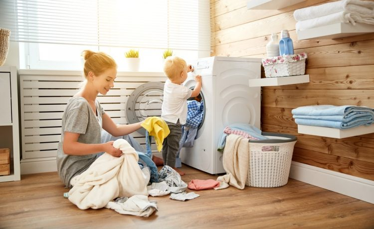 giặt quần áo bằng nước giặt tự nhiên để chăm sóc da cho trẻ sơ sinh
