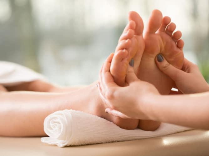 điều trị nóng bàn chân