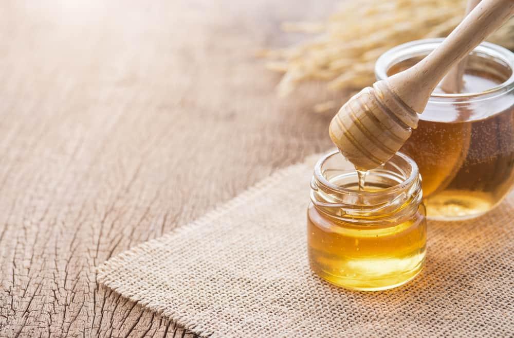Mật ong giúp làm dịu da và trị phỏng rất tốt