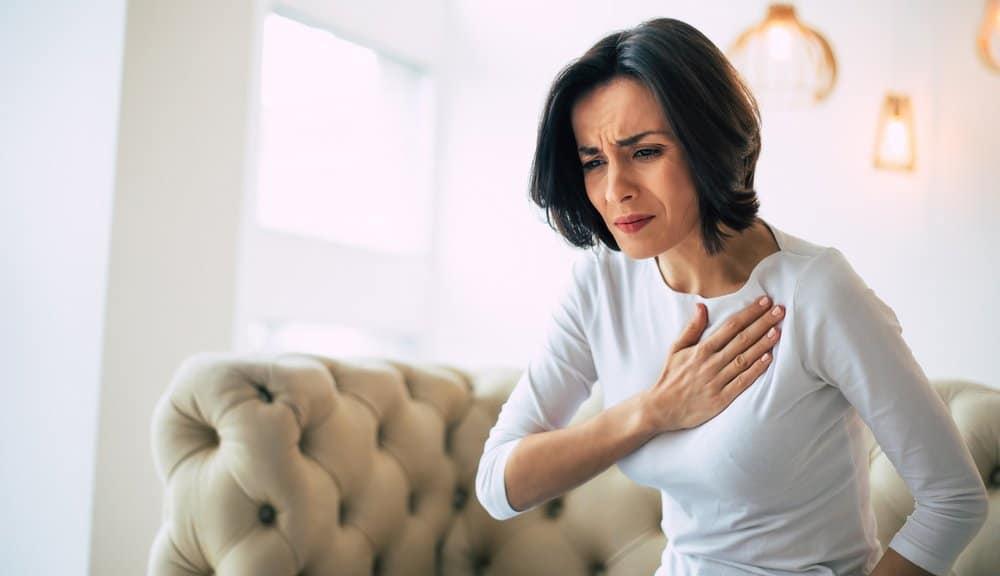 nguyên nhân đau ngực trái