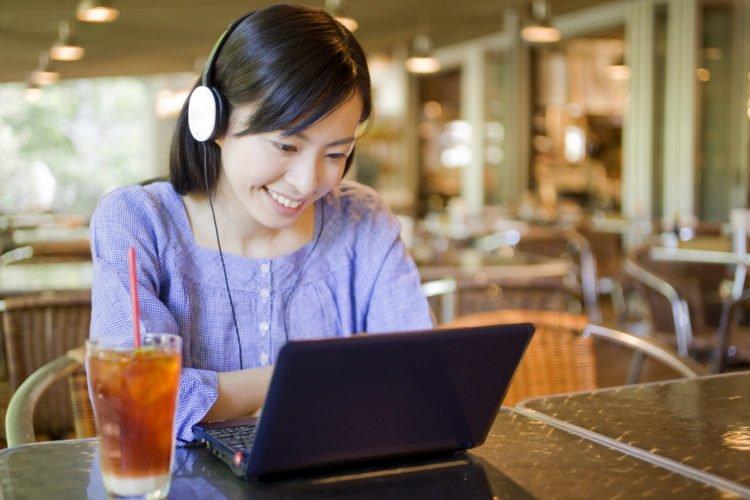 Nhạc kích thích trí não: 5 loại nhạc giúp bạn tập trung hơn!