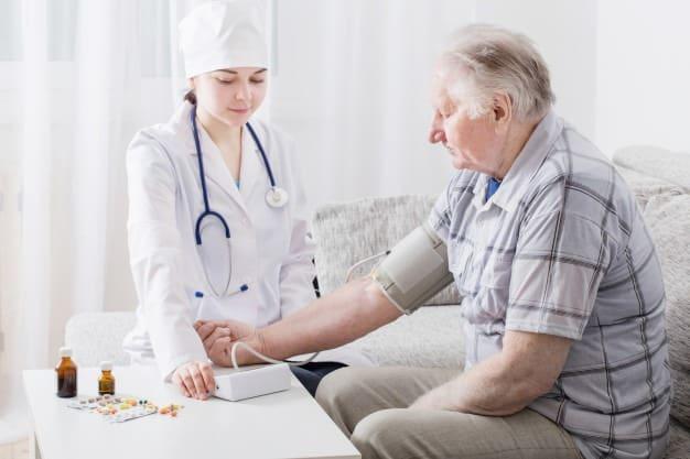 người lớn tuổi là đối tượng dễ mắc bệnh tim mạch