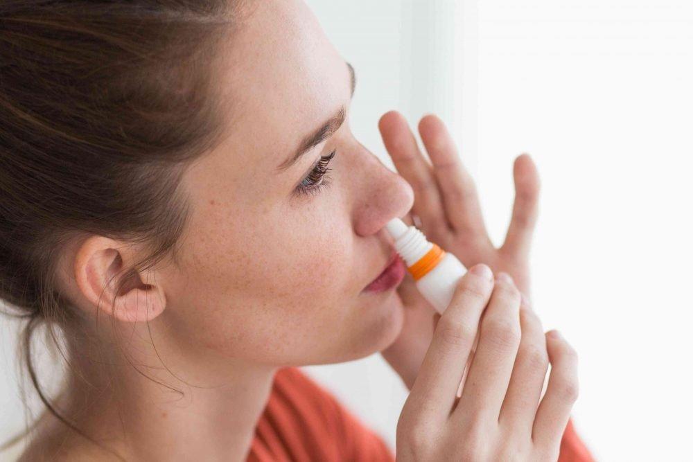 cách trị nghẹt mũi bằng nước muối sinh lý
