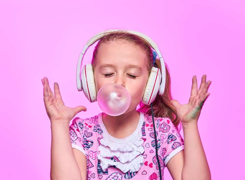 Hậu quả của việc nuốt kẹo cao su và cách xử lý