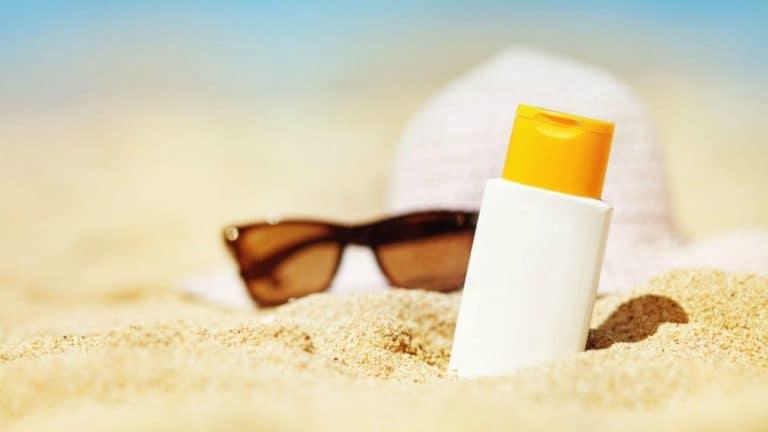Tránh tiếp xúc với ánh nắng mặt trời để phòng ngừa ung thư da