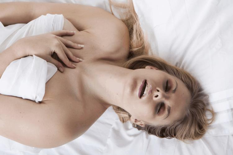 phụ nữ nghiện sex thường hay thủ dâm