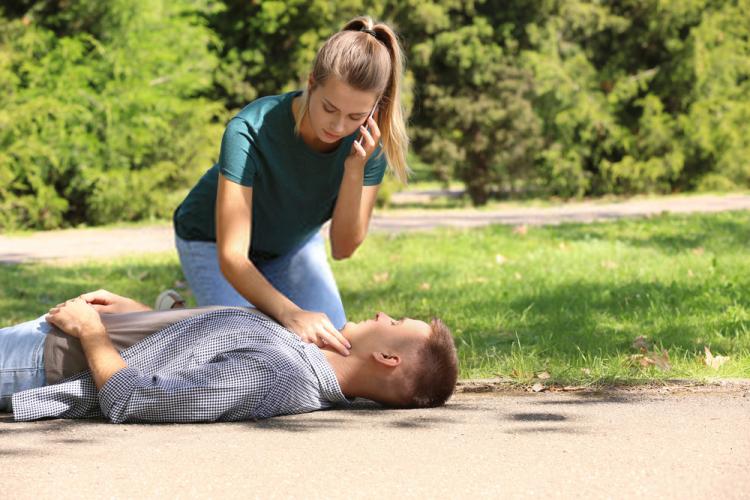 quy trình sơ cấp cứu là đánh giá tình trạng của nạn nhân