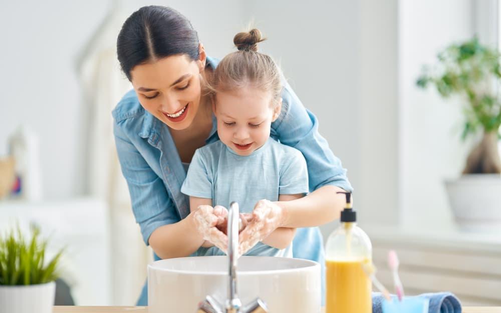 Rửa tay thường xuyên để phòng ngừa cảm cúm