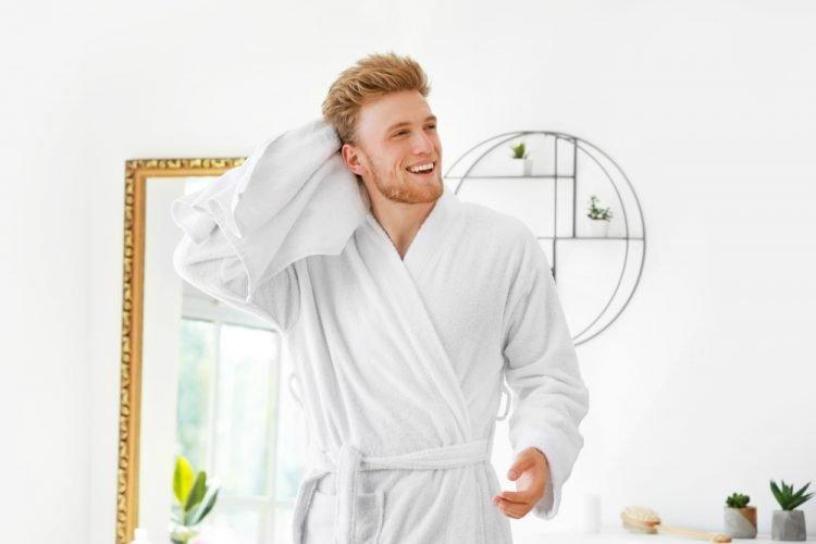 tắm rửa mỗi ngày để trị hôi nách
