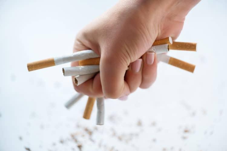 Không hút thuốc và tránh xa khói thuốc