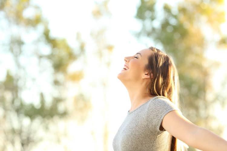 Cách tăng cường hệ miễn dịch: Tiếp xúc với ánh nắng