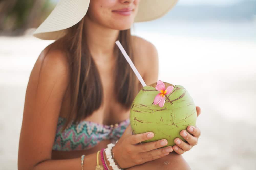 [Hỏi Đáp] Người tiểu đường có được uống nước dừa không?