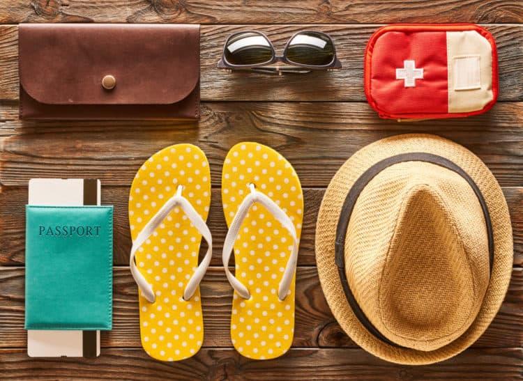 5 vật phẩm bạn cần chuẩn bị bên trong túi y tế du lịch các nhân