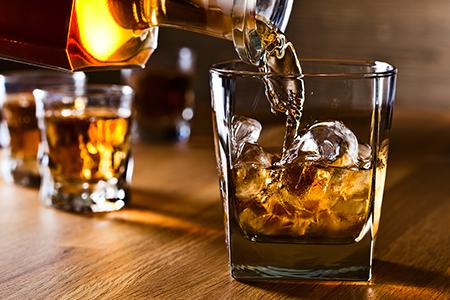 Làm gì khi bị tăng huyết áp đột ngột? Hạn chế bia rượu